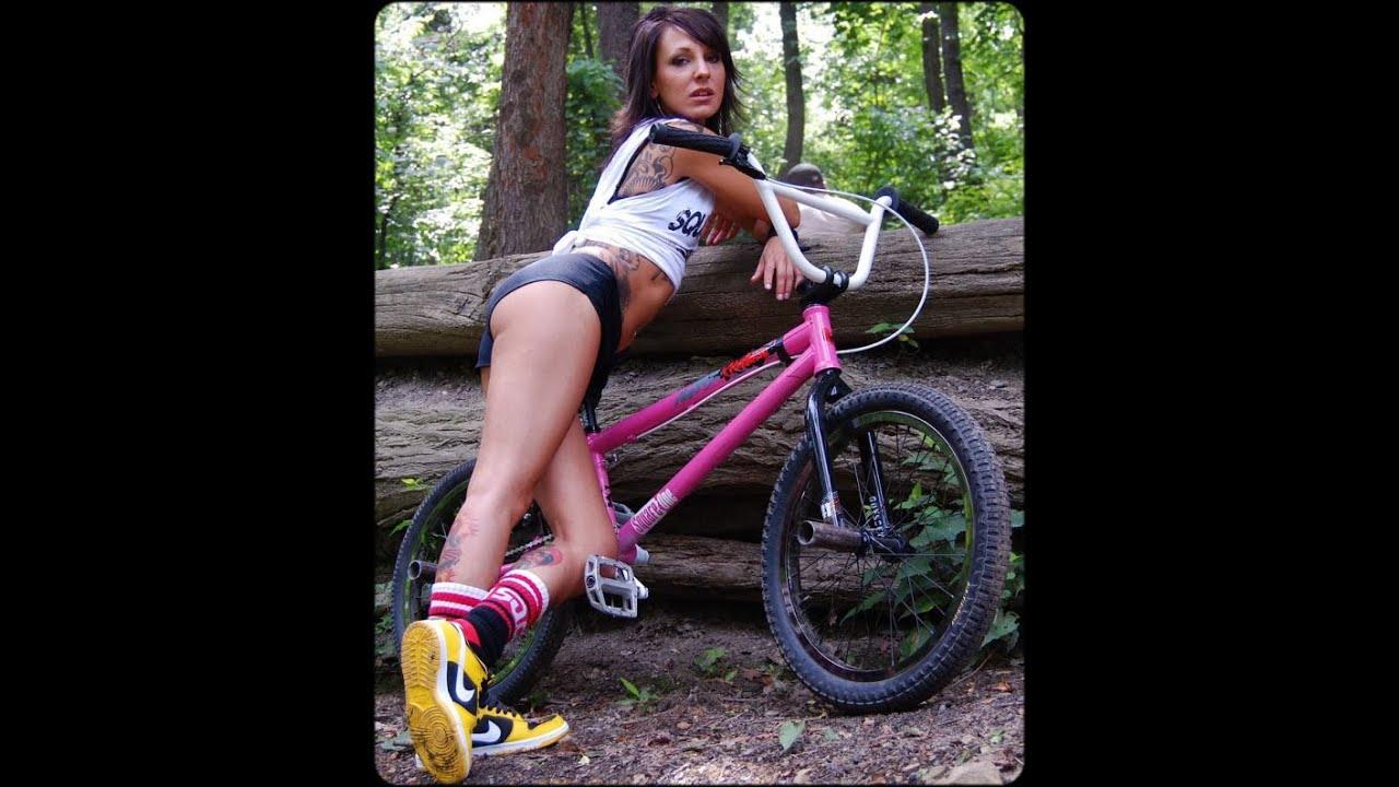видео голые девушки ездиют на велосипедах