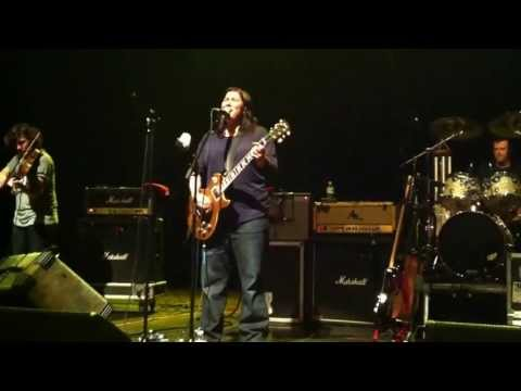 The Breeders - Drivin' on 9 (live in Belgium 2013)