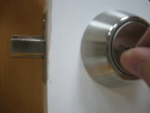 How To Pick A Deadbolt Door Lock With Bobby Pins Youtube