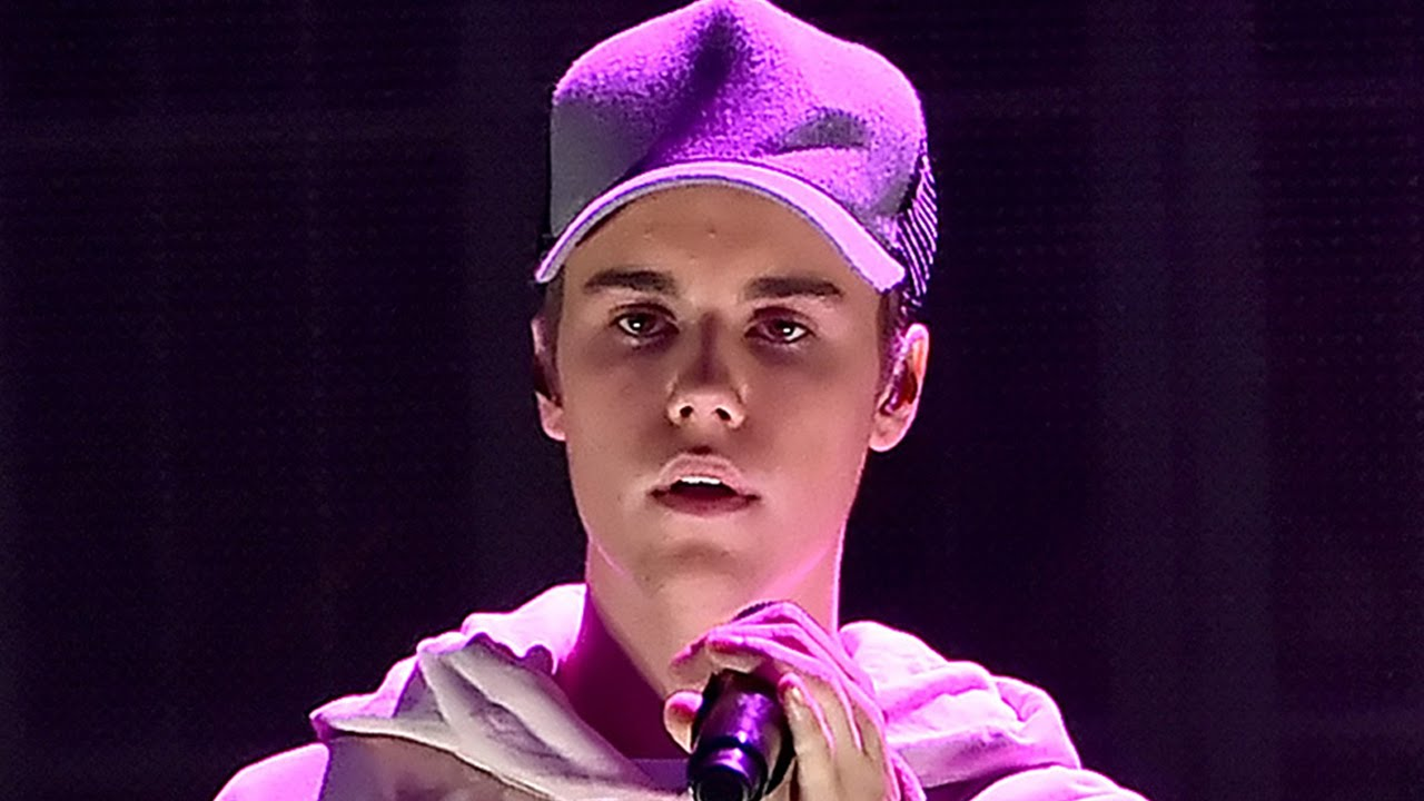 Justin Bieber Caught Lip Syncing During Sorry Performance