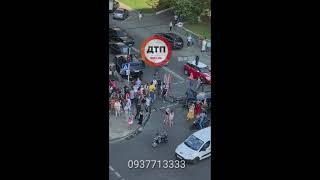 Серьёзное #ДТП с пострадавшими в Киеве на перекрёстке улиц Льва Толстого и саксаганского : разбито т