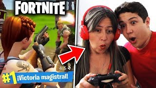 MI MAMÁ JUEGA FORTNITE POR PRIMERA VEZ!! FORTNITE BATTLE ROYALE PS4