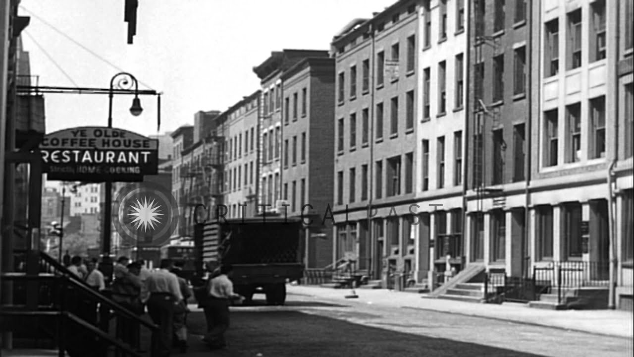 Brooklyn Bridge Wallpaper Black And White Street Scene In Older Neighborhood Of New York City
