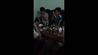 thanh niên livestream hát loa kẹo kéo