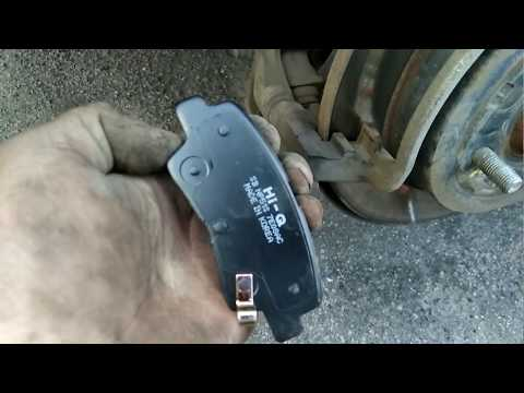 Замена задних тормозных колодок, на автомобиле Kia Rio 2013 года