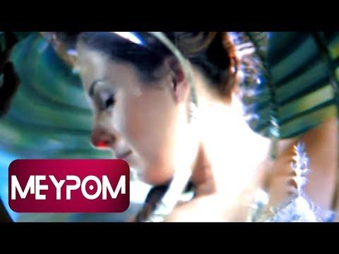 Funda Arar - Camdan Kalp (Official Video)