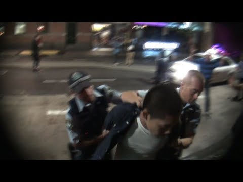 Streat fight, Cops to the rescue..