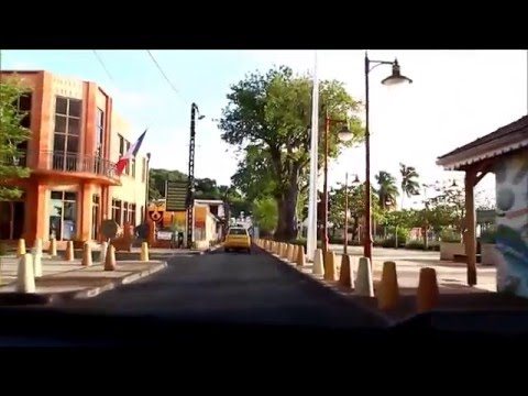 Autofahrt durch einen Ort - Martinique - Sainte-Anne - crossing city by car - En route a Sainte-Anne