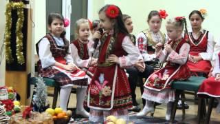 """Тракийско момиче от Нова Загора изпълнява """"Седнало е Джоре"""""""