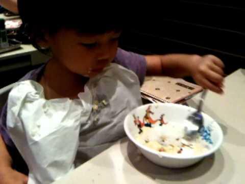 Kimmi eating at Great World city