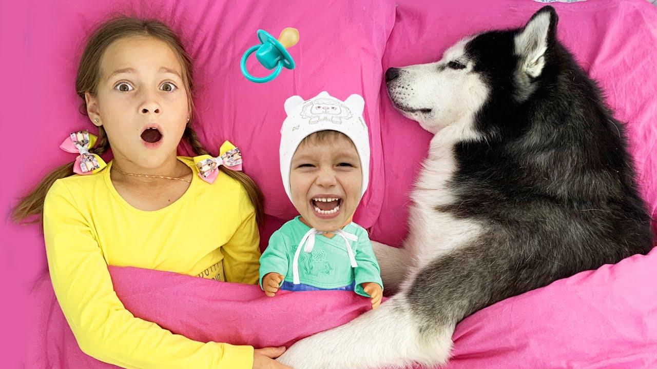 София Хочет быть Няней и играет с малышом