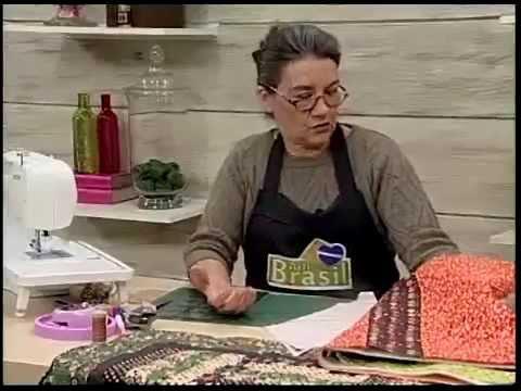 Tia Lili na TV: toalha de mesa com borda em curvas, bloco Rail Fence e canto mitrado
