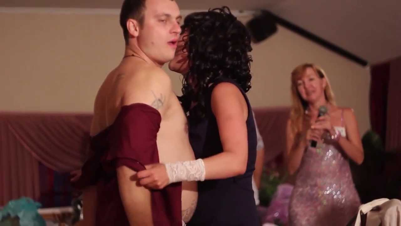 Смотреть стриптиз стринги на свадьбе толще сделать красивая