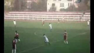 Yedek oyuncu sahaya girip, kafa topuna çıktı