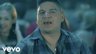 Смотреть клип Banda Carnaval - Entre Ceja Y Ceja