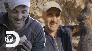 Ed Stafford Makes Wild Hare Pie In The Desert! | Ed Stafford: First Man Out