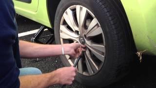 Citroen C3 picasso : Monter une roue de secours