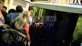 EXCLUSIVE: Nabilla essaye de faire croire qu elle fait la fete avec Paris Hilton à Cannes