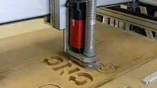 CNC milling curving wood fräsen Fräsmaschine 25mm Multiplex(Gefräset wird Holz, 25mm Schichtholz, Multiplex oder MDF. In einer Zustellung Buchstaben ausfräsen. Wood carving in multiplex with 25mm thickness will show ..., 2008-04-06T09:56:27.000Z)