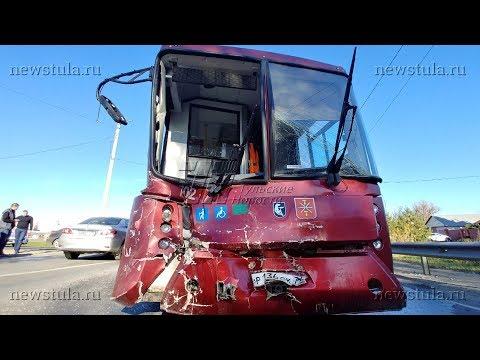 В Туле микроавтобус протаранил рейсовый автобус: погиб 1 человек