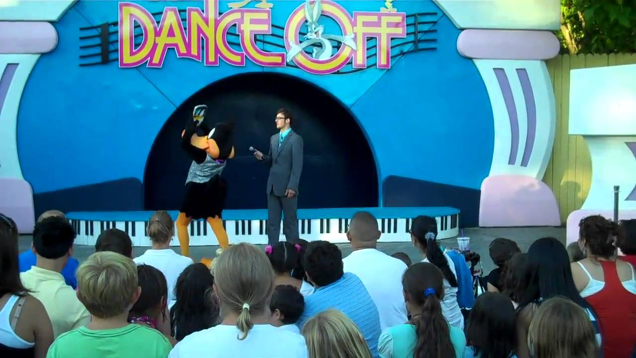 looney tunes dance off six flags over georgia