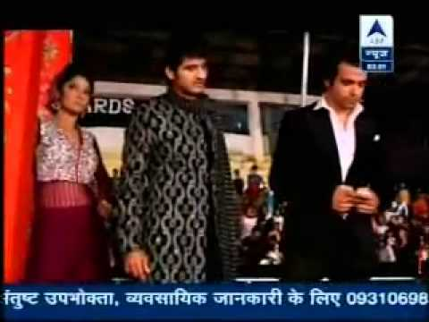 Download SBS - Gurmeet & Kratika's Grand Entry at Zee Rishtey Awards - 19th November 2012