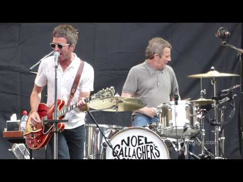 Noel Gallagher's High Flying Birds - Everybody's On The Run, London 2017-07-08 - U2gigs.com