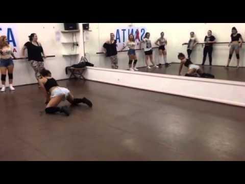 Twrk  Badinga  Freestyle Twerk Booty Dance com Jé Trindade