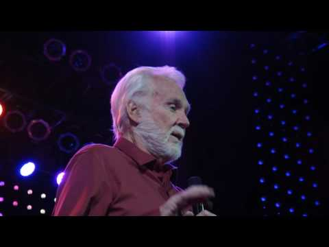 18 Lucille KENNY ROGERS Live Dec. 12-14-2016 Greensburg PA Palace Theatre