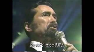 歌い出しからボタンを外し、タイをほどくキーヨが好きで当時よく見てた...