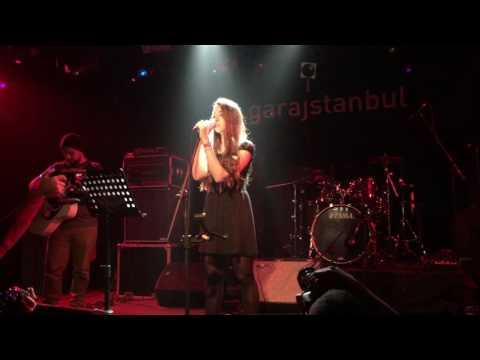 Naz Ölçal - Yoksun (live) #aciksahne