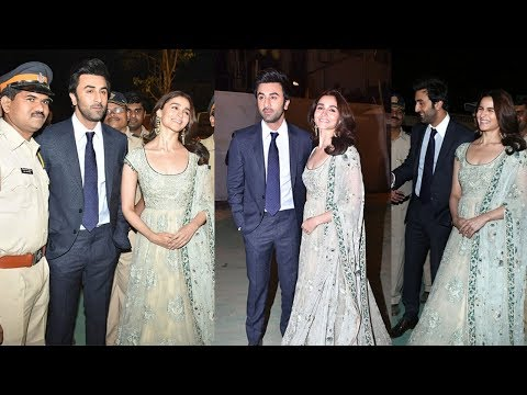 Alia Bhatt Looks So Happy With Boyfriend Ranbir Kapoor As He Finally Agrees For MARRIAGE This Year