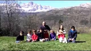 Sergio Santamaria (PP) utilizando niños para promocionarse como alcaldable de Salt (Gerona)