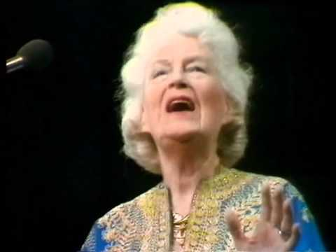 Gracie Fields -1978 Royal Variety guest appearance -Full Song!