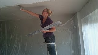 How to plaster a large ceiling