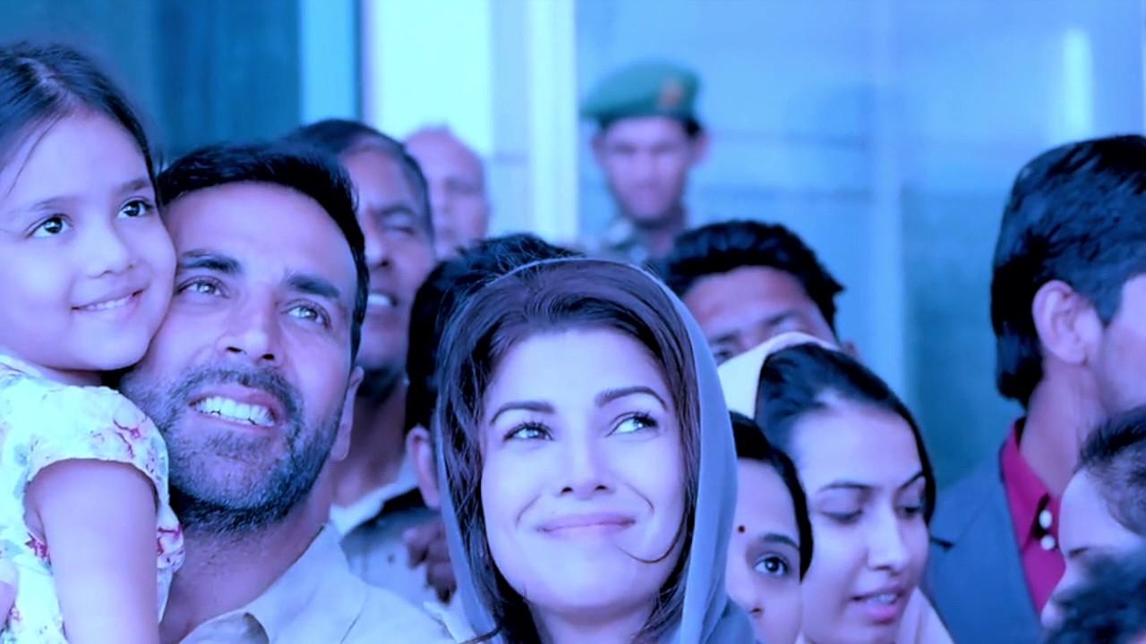 Airlift - Nimrat Kaur gets impressed by Akshay (musical-romantic)