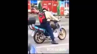 Video lucu - goyang dumang dijalan Raya