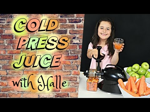 Halle makes cold pressed carrot & apple juice juicing fruits & vegetables healthy drinks