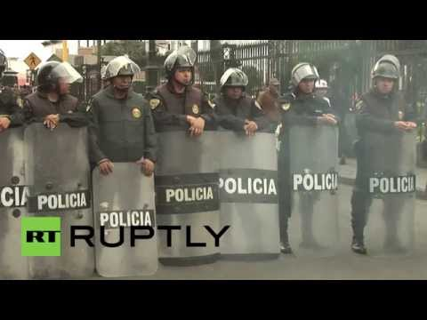 Peru: Hundreds of public sector workers protest TPP