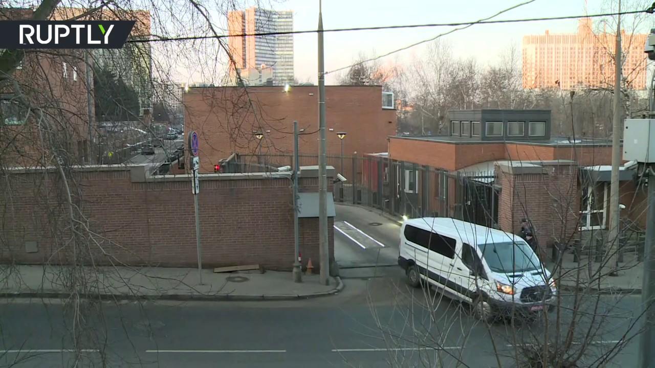 Американские дипломаты покинули здание посольства в Москве