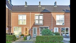 Deze heerlijke tussenwoning met aanbouw en opbouw aan de Wierdijk te Zwaag is te koop!