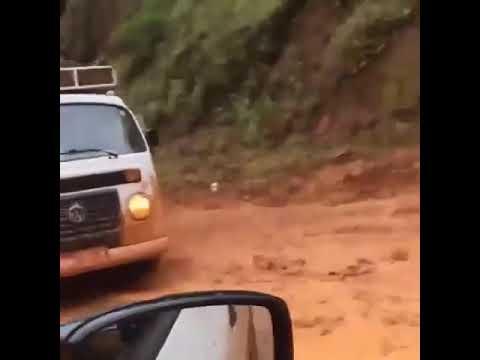 Kombi Envenenada - educa todos os carros no barro