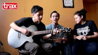 HiVi ACOUSTIC WITH TRAXMAGZ!
