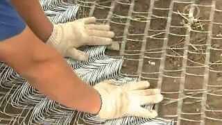 Забор из сетки-рабицы на дачном участке (