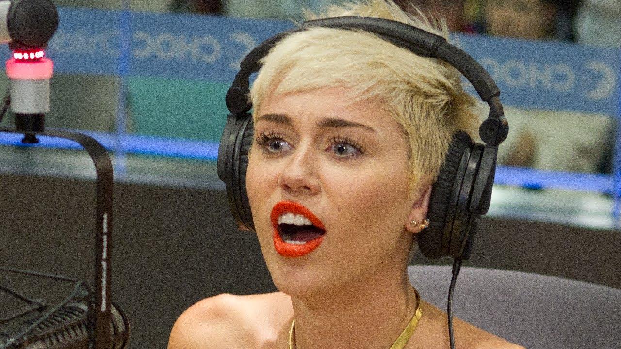 a90c233bccfd Miley Cyrus Visits Seacrest Studios