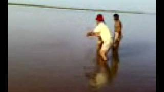 fishing in Pakistan Caught 14 kg thela at Panjnad sep 2008.3gp
