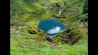每年只有80人去的雲南小山村,卻獨占了9個漂亮的湖和一座神山!