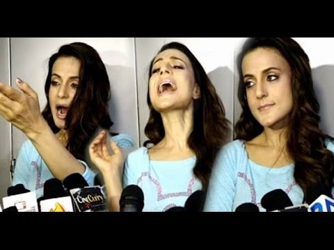 Ameesha Patel Loses Her Cool During A Press Conference!!