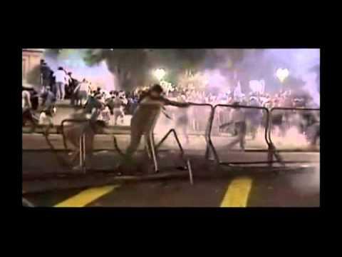 Crisis de Diciembre de 2001, Argentina (2 Minutos - Foto Rosada)