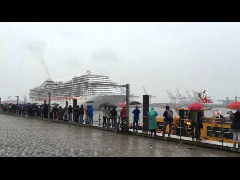 MSC Splendida spielt Seven Nation Army und We Will Rock You - Hamburg Cruise Days 2015